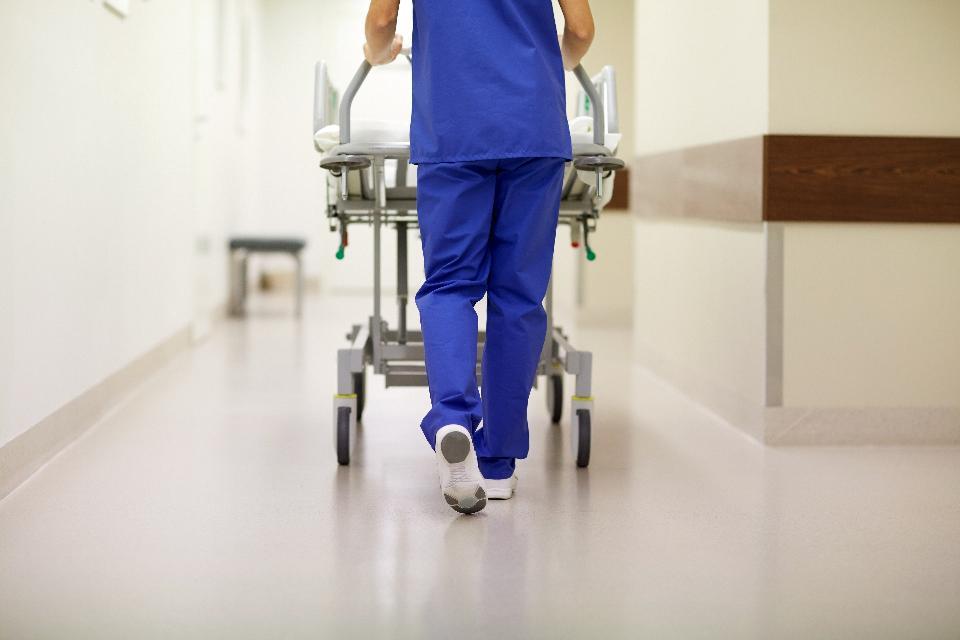 best shoes for nurses-nurse-carrying-gurney