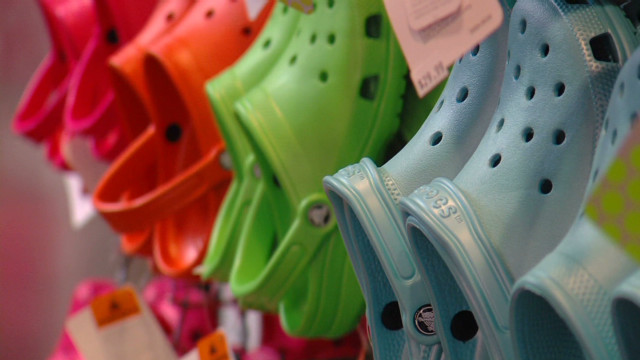Best Crocs Shoes-on rack