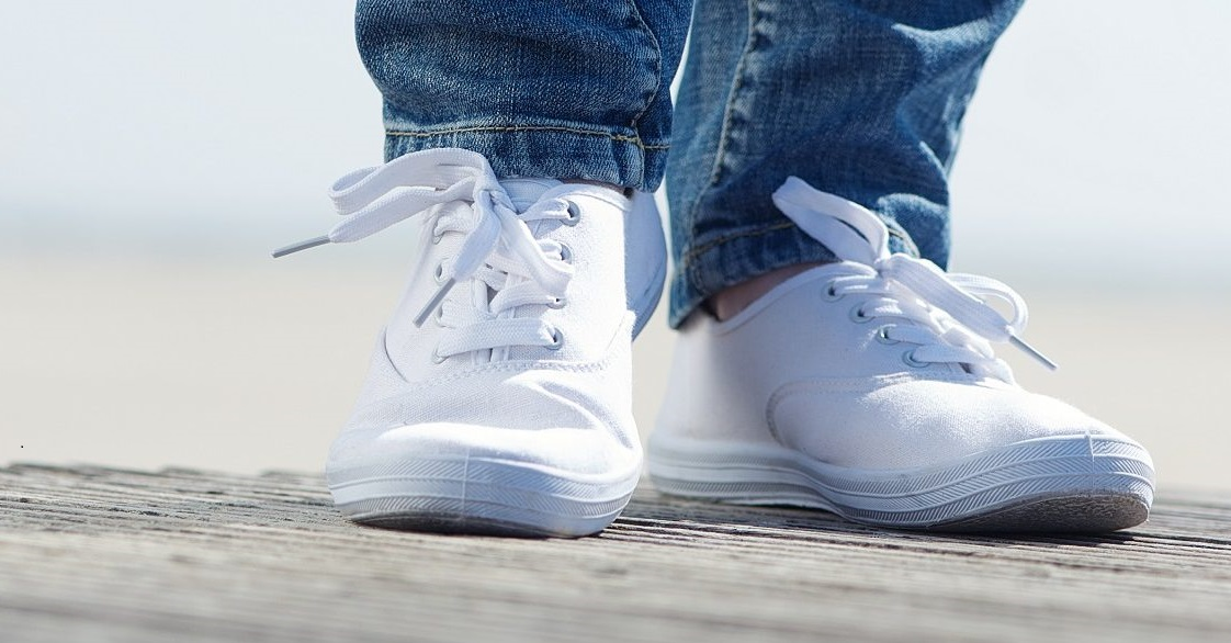Best-Shoes-for-Standing-all-Day-white-sneakers