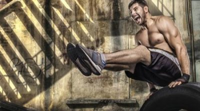 Best-Crossfit-Shoes-man-doing-crossfit-jumping-Exercises