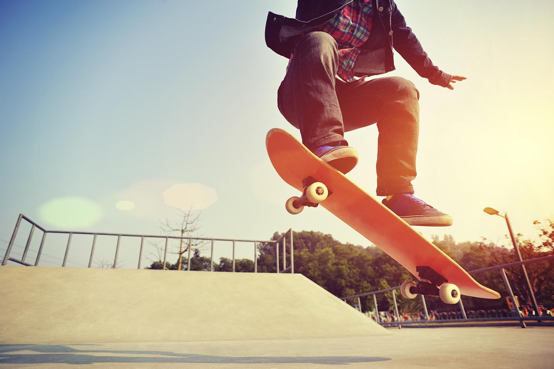 Best-Skate-Shoes-skater-doing-an-ollie-in-