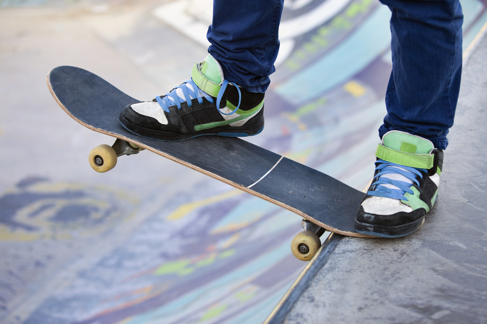 Best-Skate-Shoes-standing-on-skateboard-about-to-drop-in