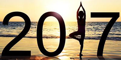 Best-Yoga-Shoes-Girl-Yoga-On-Beach-2017