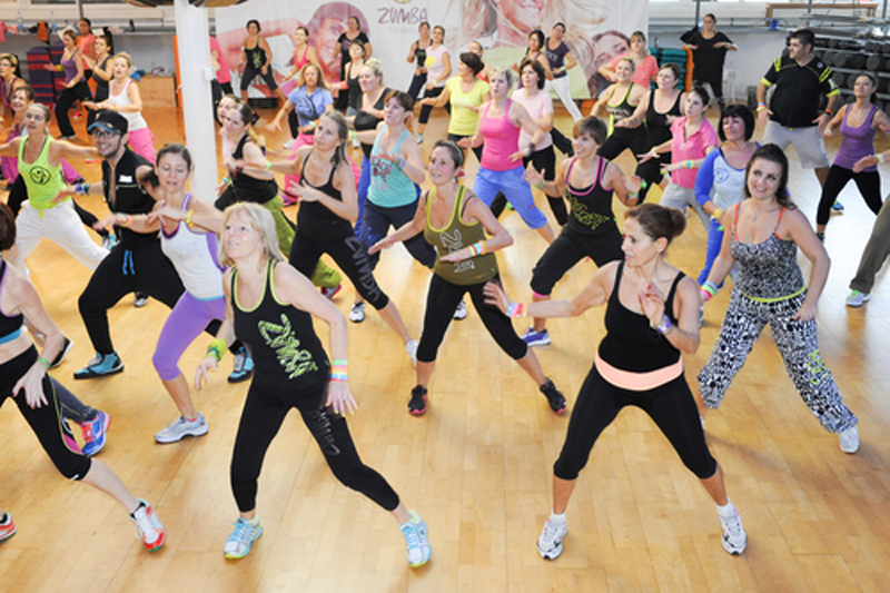 Best-Zumba-Shoes-dancing-group
