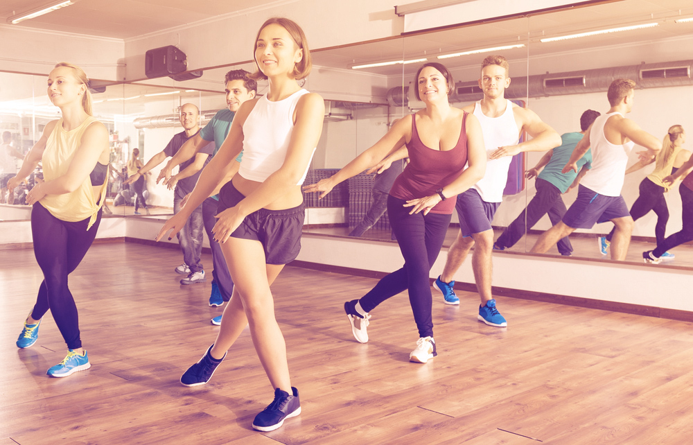 Best-Zumba-Shoes-happy-Class-and-instructor-doing-zumba