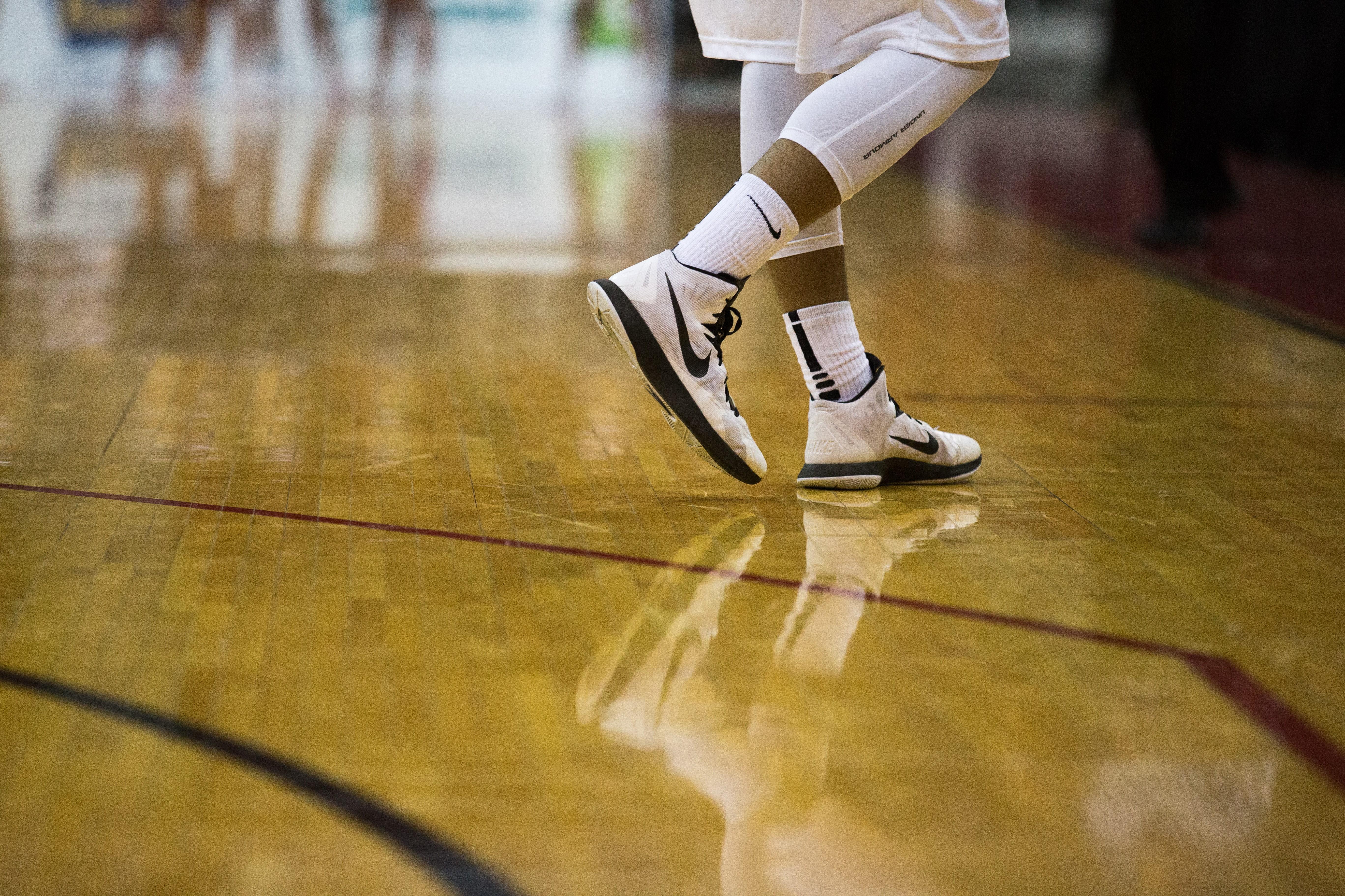 A man wearing high-quality black & white Nike sneakers