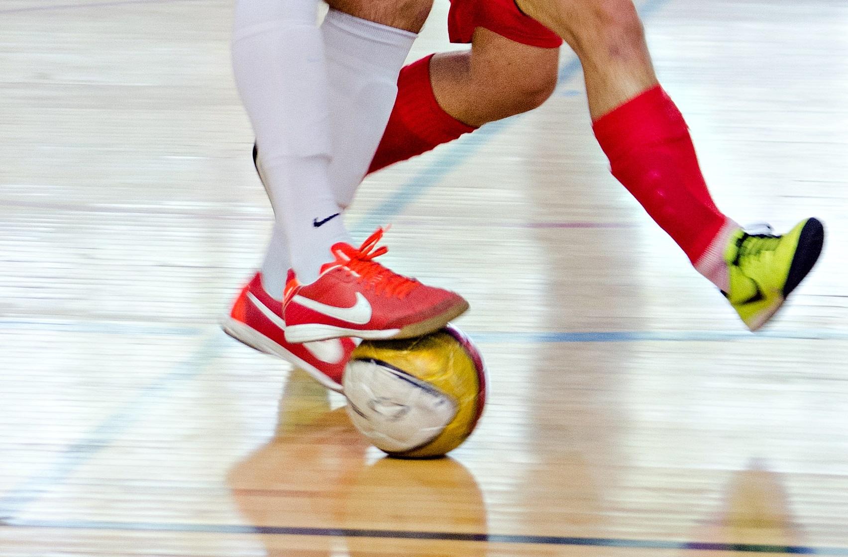 best-futsal-shoes-indoor-soccer-lightweight-shoes
