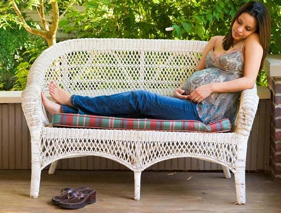 best pregnancy shoes-pregnant woman sitting outside