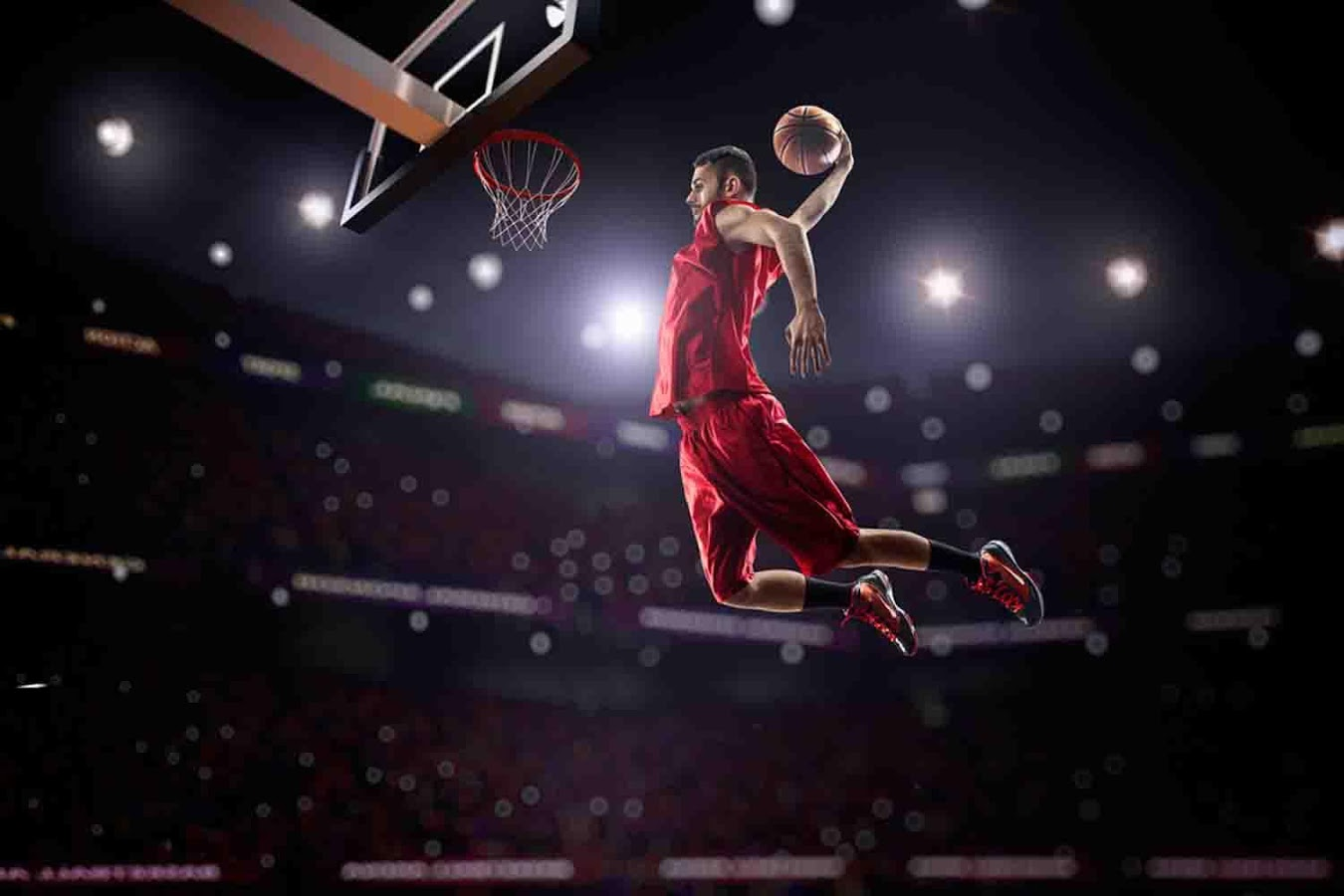 Best-Basketball-Shoes-player dunking the ball