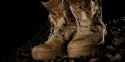 Best-Combat-Boots-old-Army-Combat-Military-Boots-outside-dirty-rugged
