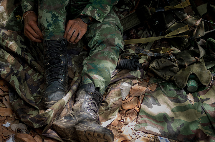 Best-Combat-Boots-soldier in jungle