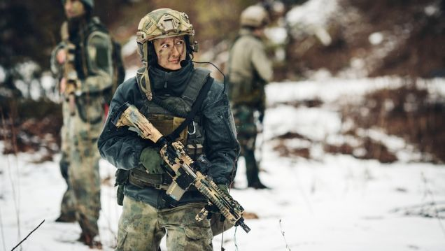 Best-Combat-Boots-soldier in the snow