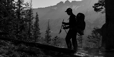 Best-Hiking-Shoes-Hiker-silhouette-hiking-in-yosemite-national-park [copyright@D.Gonzalez2016]