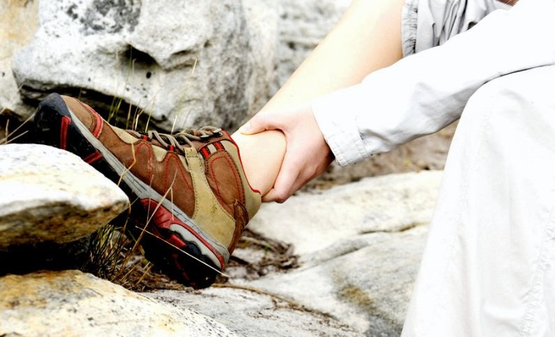 Best-Hiking-Shoes-women-ankle-sprain-injury