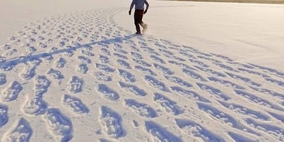 Best Snow Boots-tracks-in-Snow