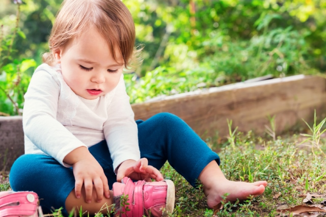 Best-Baby-Shoes-Toddler-Baby-Putting-On-Shoes