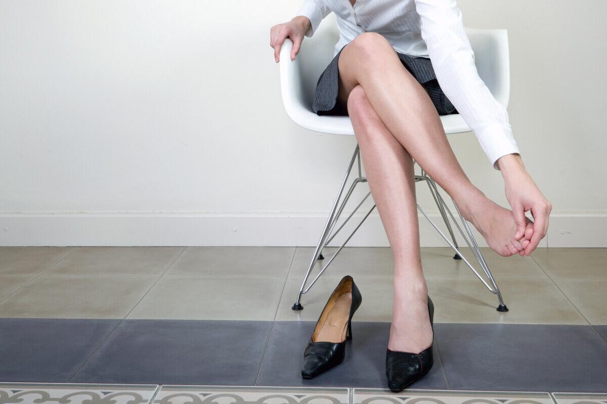 women wearing uncomfortable shoes image
