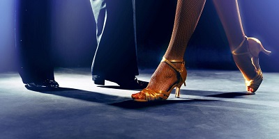 Best Ballroom Shoes - man and woman dancing
