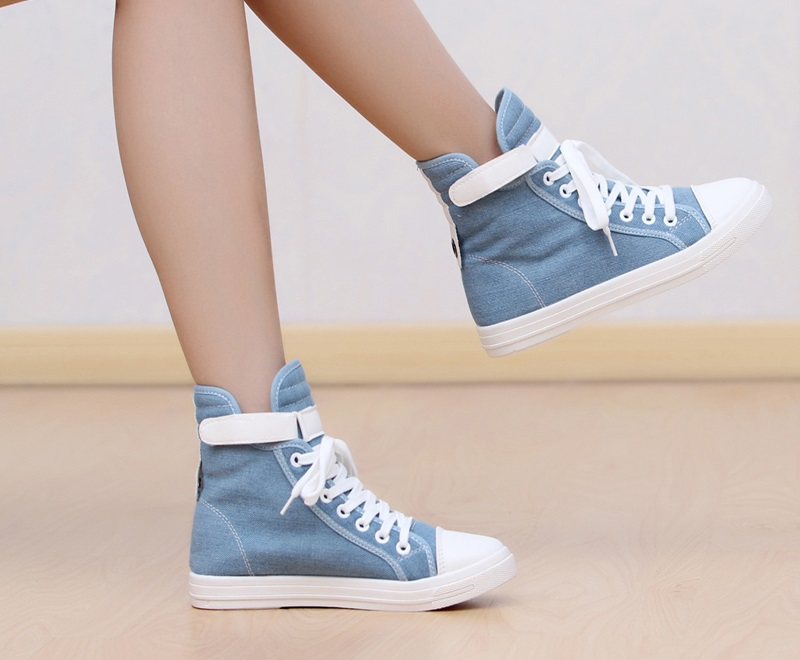 Best Girl Sneakers - girl wearing converse all star shoes