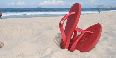 Best Havaianas-Slippers-on-a-beach-in-brasil