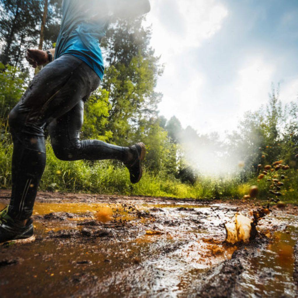 trail-running-through-mud-best-running-shoes