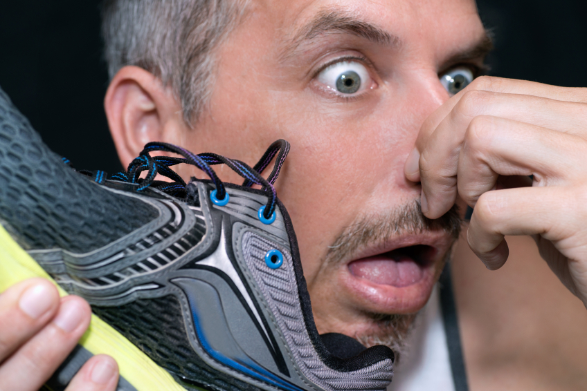 How-to-cure-smelly-feet-man-with-smelly-running-shoe