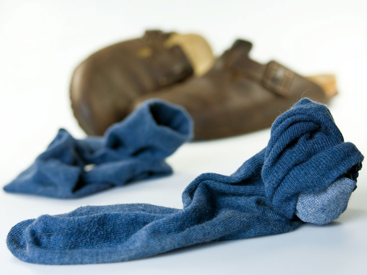 How to cure smelly feet-used-dirty-socks-and-shoes