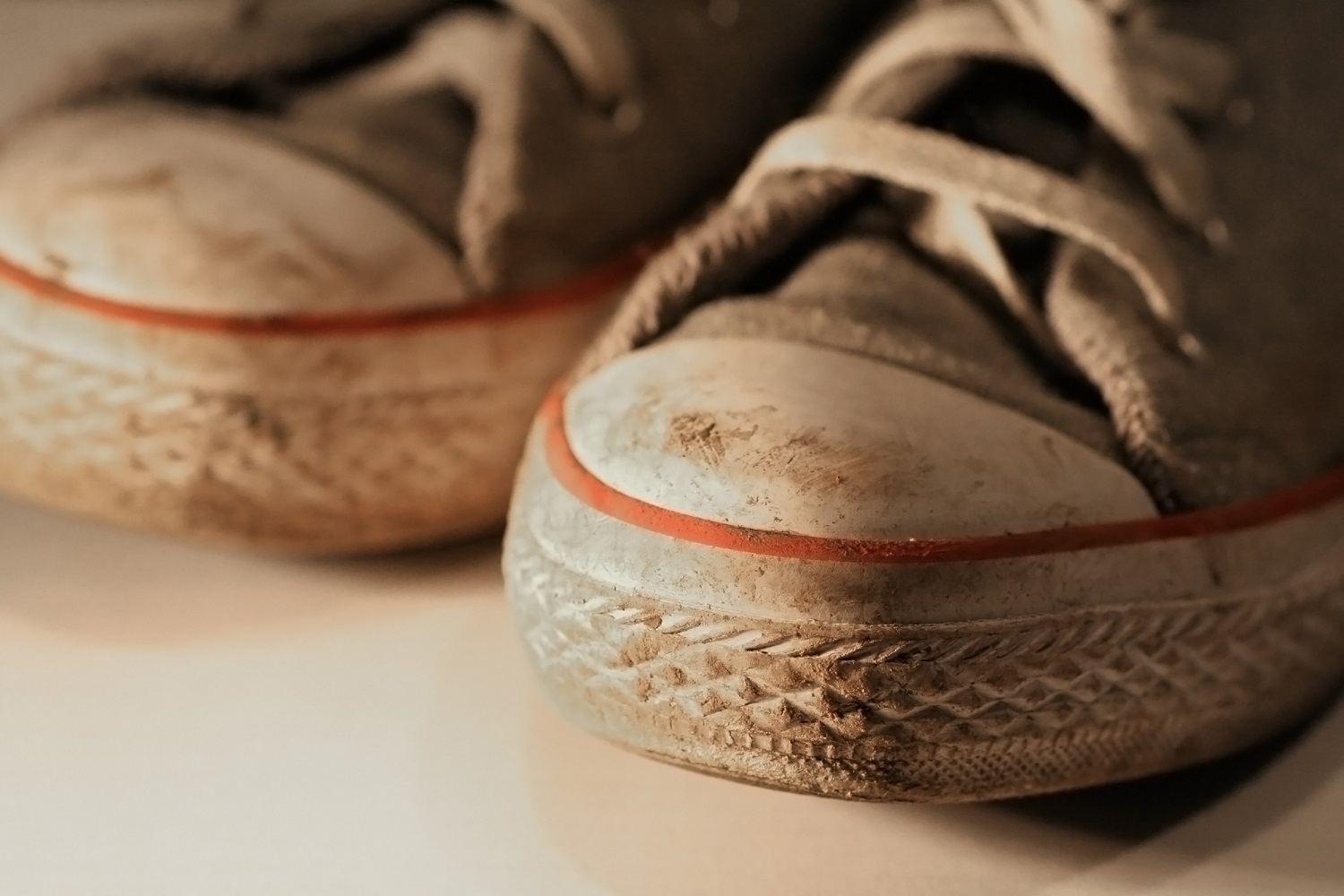 How To Clean Leather Shoes With Mud