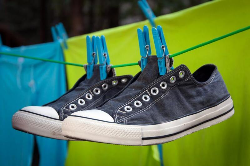 how-to-clean-your-shoes-drying out shoes