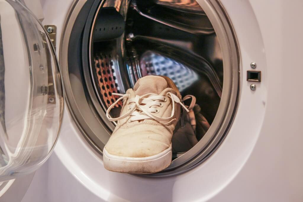 how-to-clean-your-shoes-using a washing machine