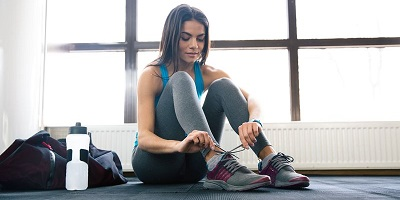 Best Gym Shoes - woman tying shoes