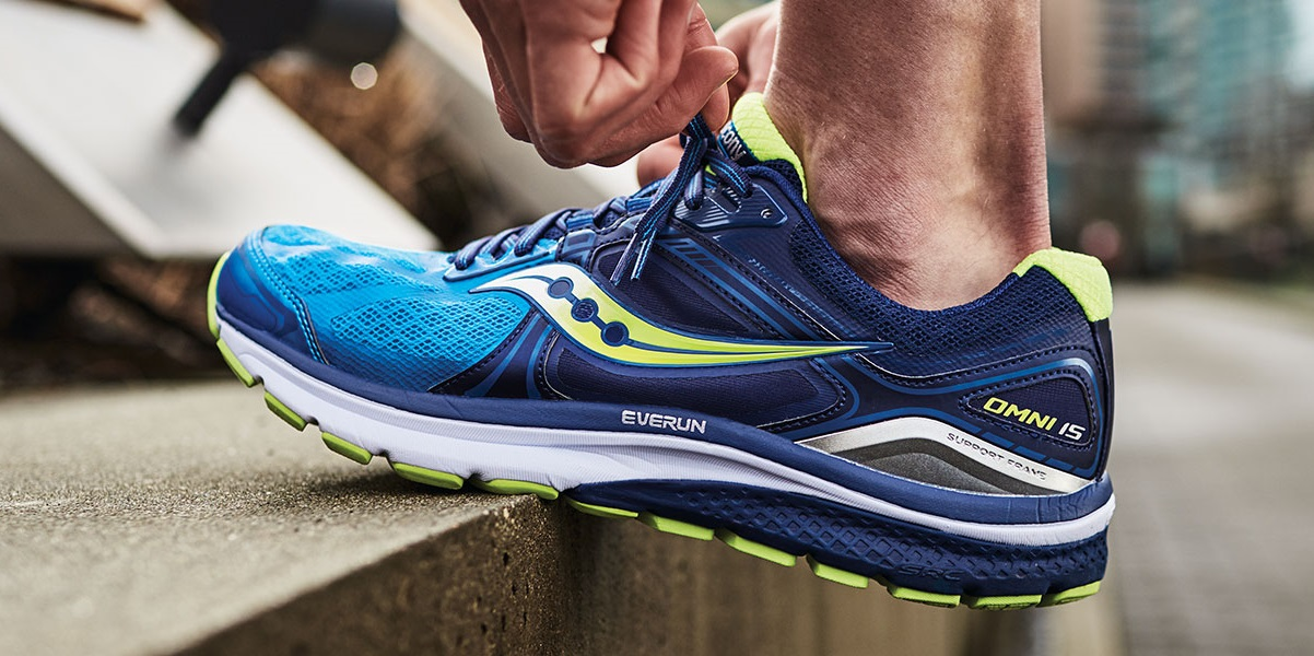 Best Saucony Running Shoes-man runner tying shoes
