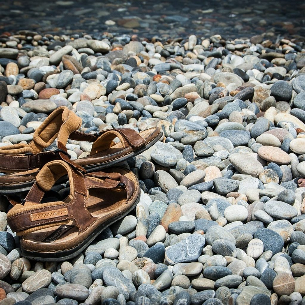 Sandals-on-Rocks-Best-Sandals-For-Runners