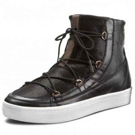 9. Moon Boot Vega Lux