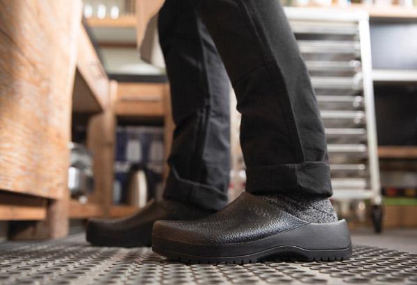 10 best kitchen shoes reviewed rated in 2018 nicershoes rh nicershoes com Birkenstock Nursing Shoes Birkenstock Restaurant Shoes