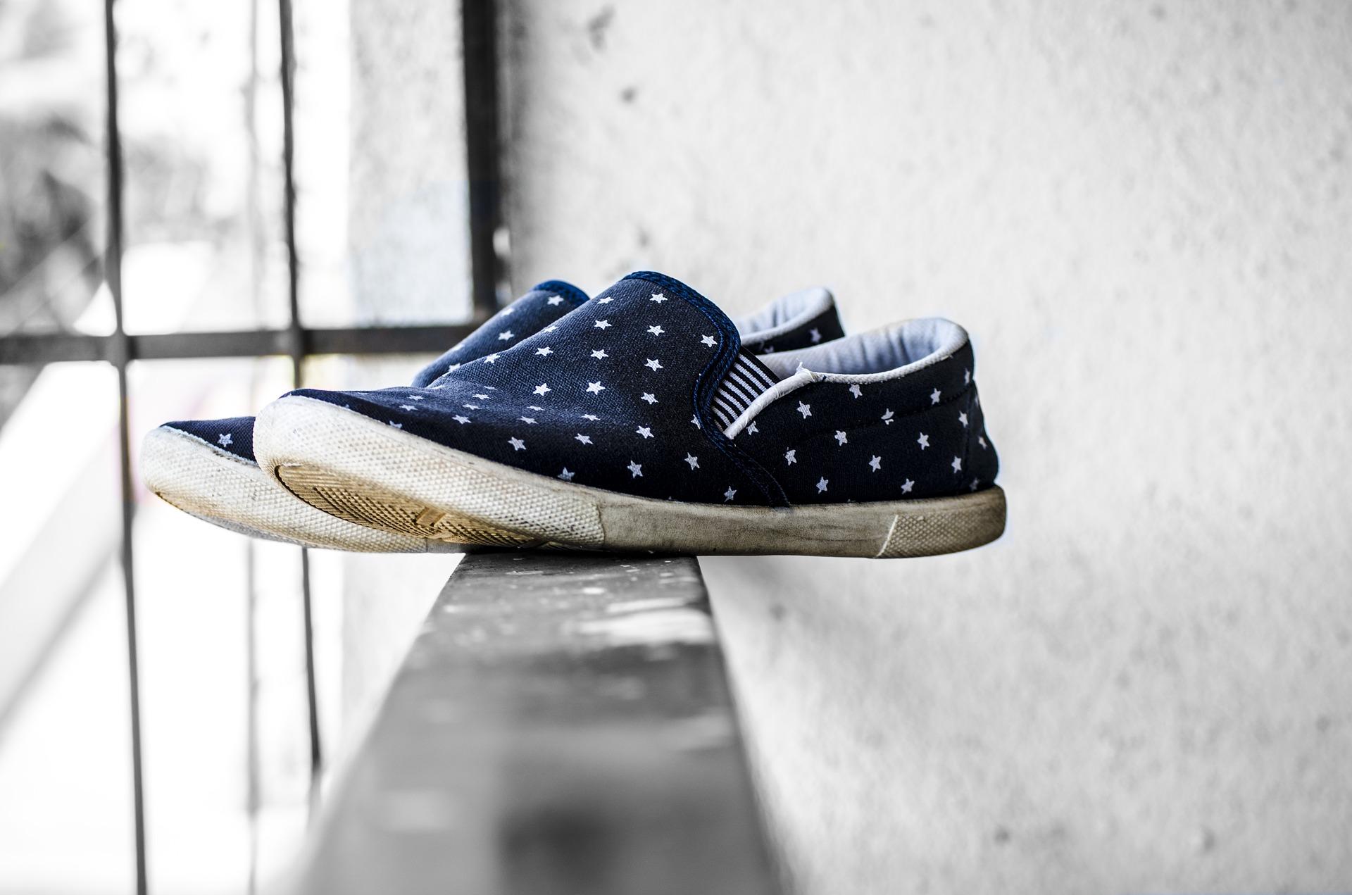 canvas-shoes-1839795_1920