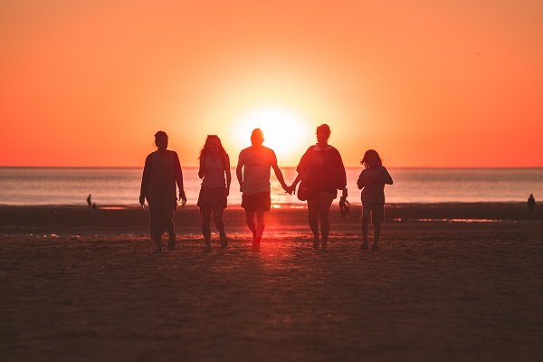 Five-Friends-At-Sunset-Best-Rainbow-Sandals