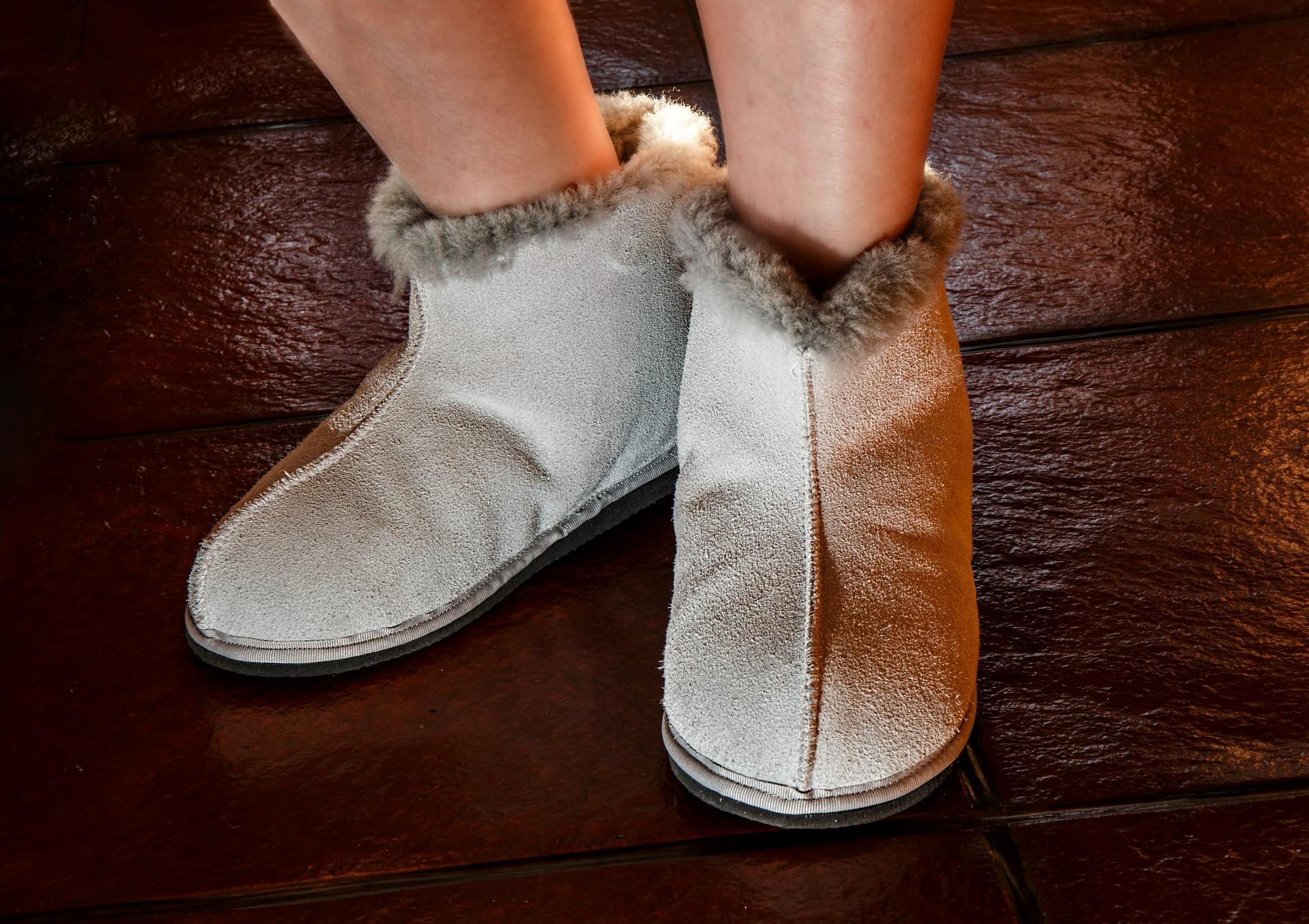 sheepskin-slippers-444181_1920