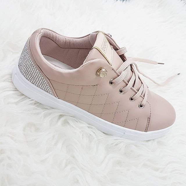 timeless design 41f84 938a0 10 Best Guess Shoes Reviewed & Rated in 2019 | WalkJogRun