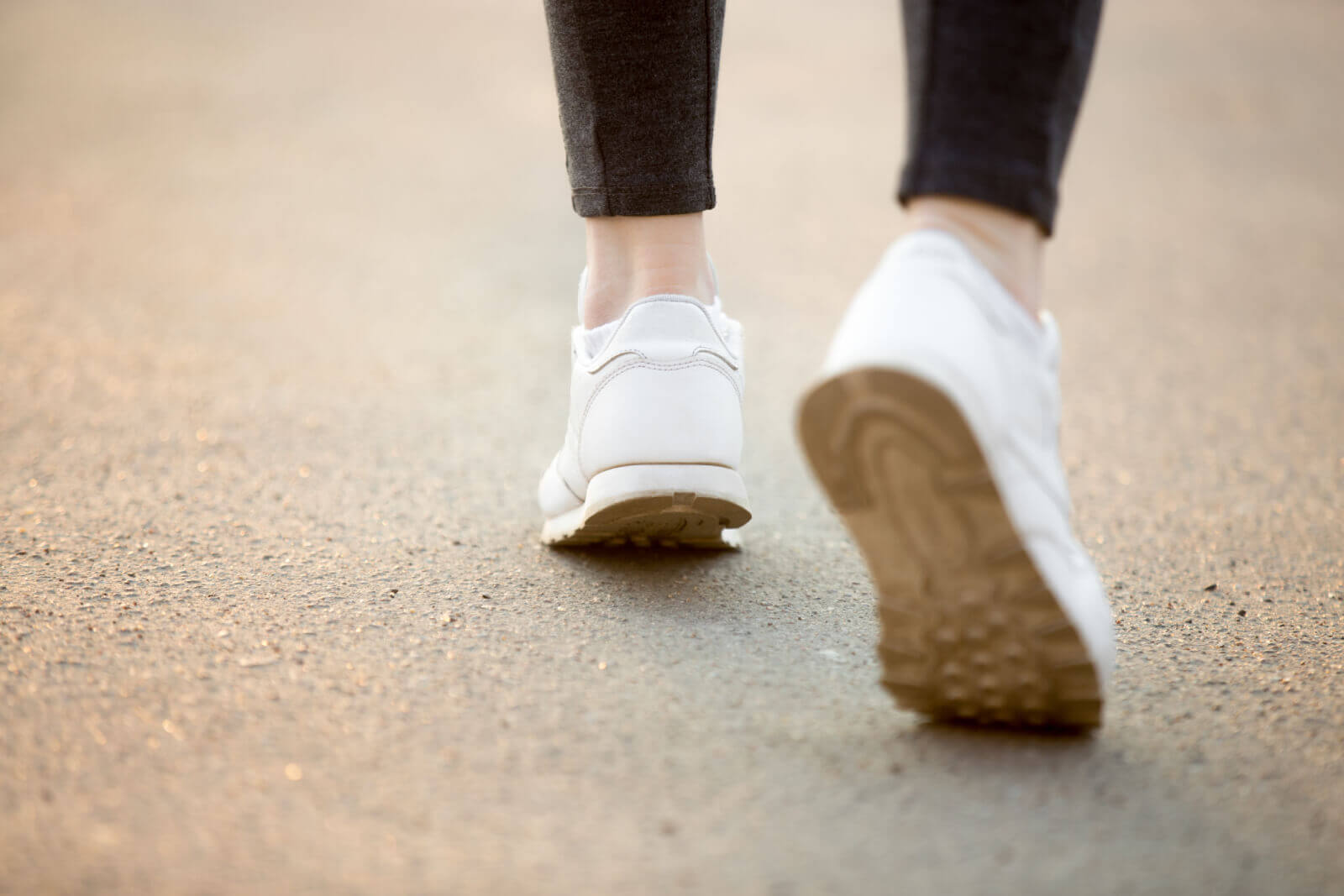 walking shoes vs running image