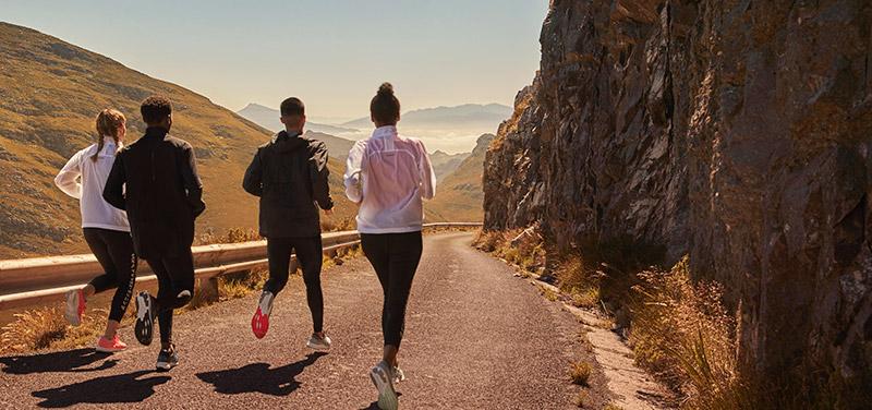 solo running vs group running