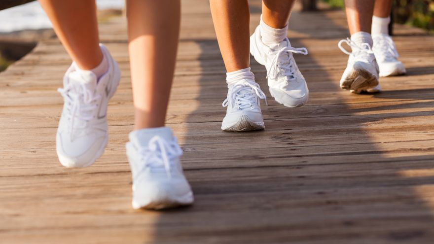 find out the difference between walking and running shoes
