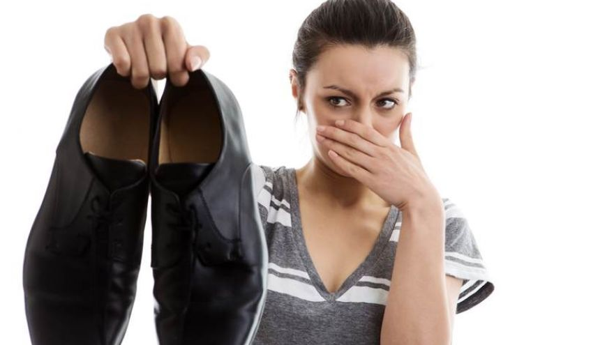 5 Quick Cures for Smelly Feet & Shoes